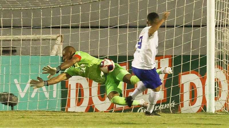 Jailson faz defesa contra o Santo André