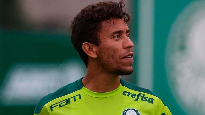 Marcos Rocha durante treino na Academia de Futebol do Palmeiras