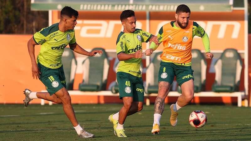 Danilo Barbosa, Alan e Zé Rafael em treino na Academia de Futebol do Palmeiras
