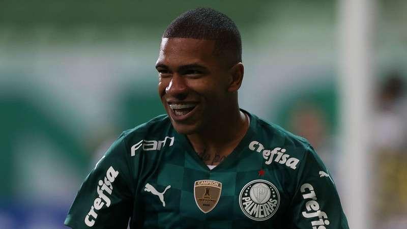 Esteves comemora seu gol, o terceiro do Palmeiras, sobre o Santos