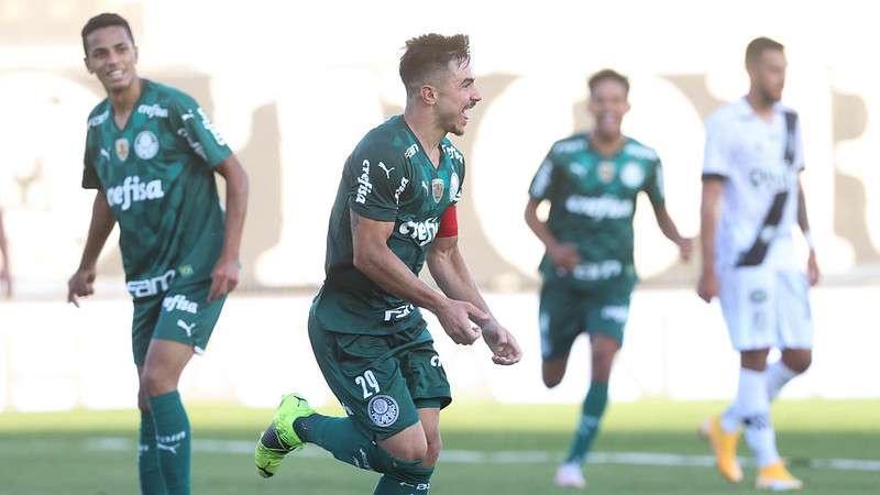 Willian comemora o segundo gol do Palmeiras contra a Ponte Preta