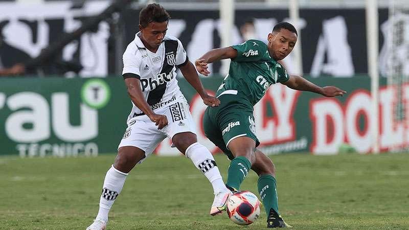 Michel, do Palmeiras, em sua estreia no time profissional contra a Ponte Preta.