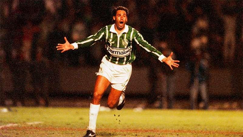 Em 12 de junho de 1993, Evair comemora o gol do título paulista sobre o SCCP