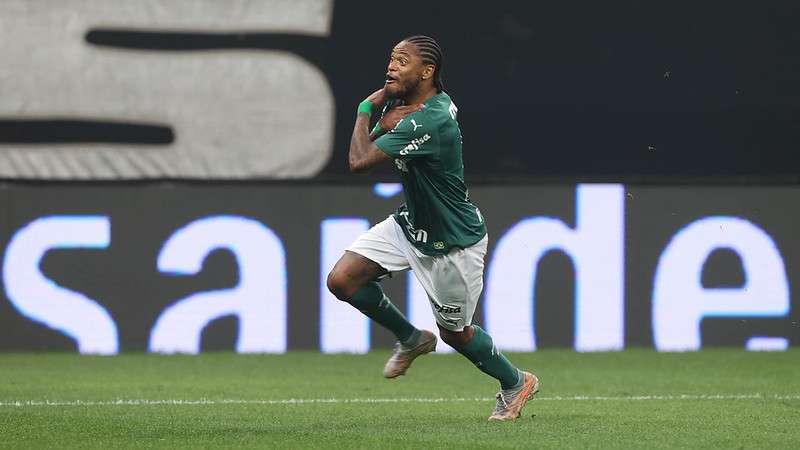 Luiz Adriano, do Palmeiras, comemora gol no Itaquerão