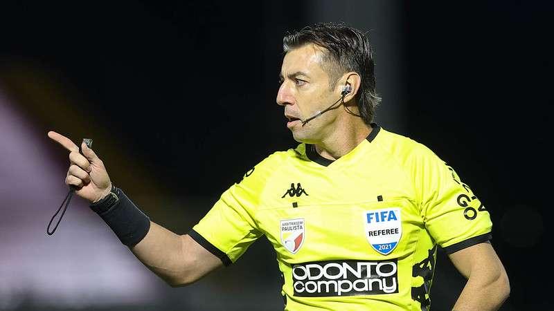 O árbitro Raphael Claus no duelo entre Red Bull Bragantino e Palmeiras