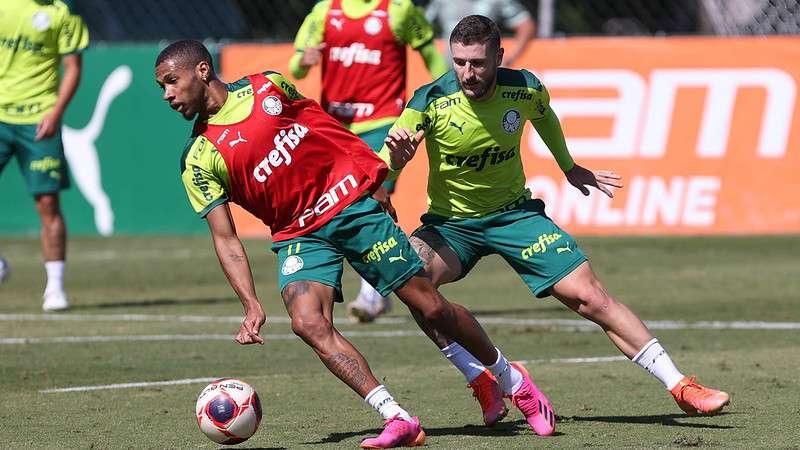Wesley e Zé Rafael participam de treino na Academia de Futebol do Palmeiras