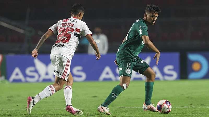 Gustavo Scarpa, do Palmeiras, enfrenta o SPFC no Morumbi
