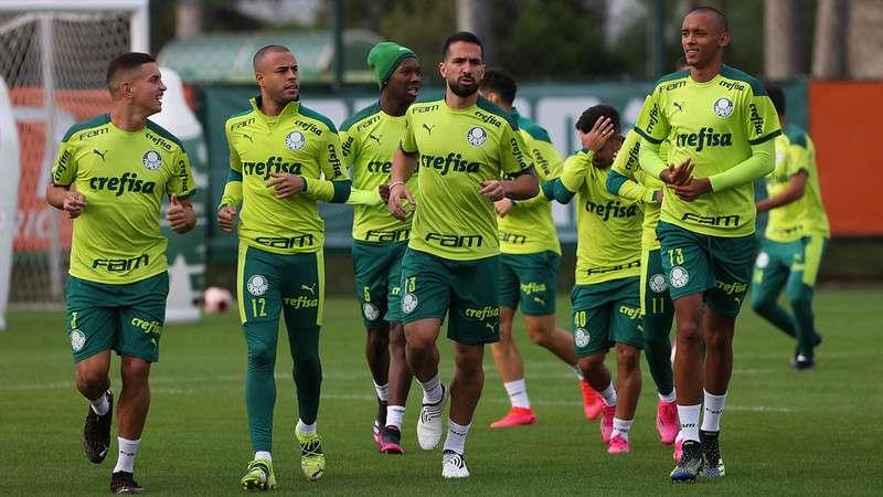 Elenco do Palmeiras realiza treino na Academia de Futebol