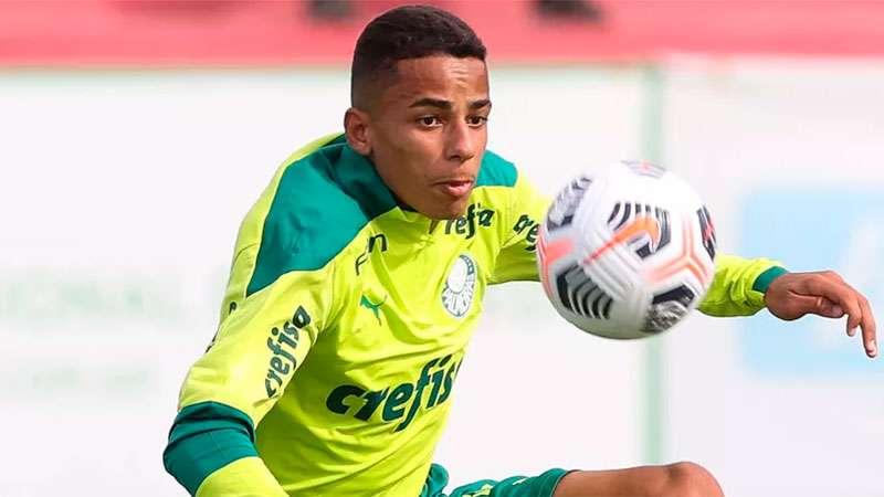 Giovani treina na Academia de Futebol do Palmeiras