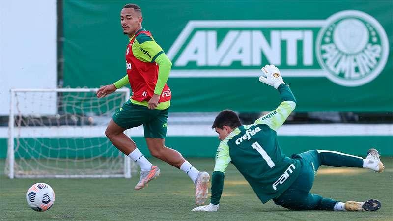O atacante Rafael Elias em treino na Academia de Futebol do Palmeiras