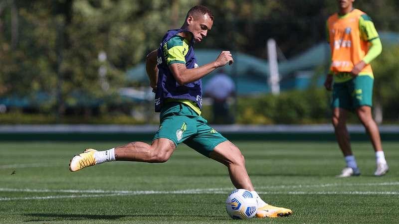 Breno Lopes, do Palmeiras, em treino na Academia de Futebol