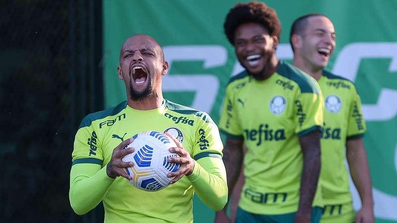 Felipe Melo em treino do Palmeiras antes de jogo com a Chapecoense, na Academia de Futebol