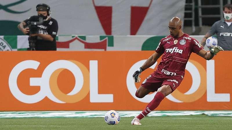Jailson em partida do Palmeiras contra a Chapecoense no Allianz Parque