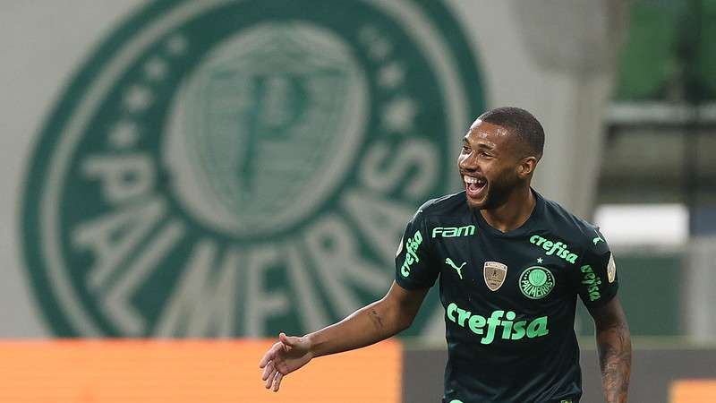 Wesley comemora seu gol pelo Palmeiras contra a Chapecoense