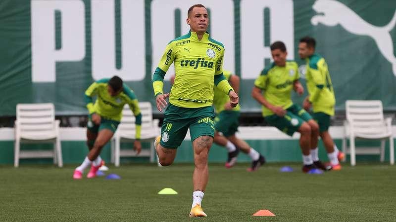 Breno Lopes treina na Academia de Futebol do Palmeiras