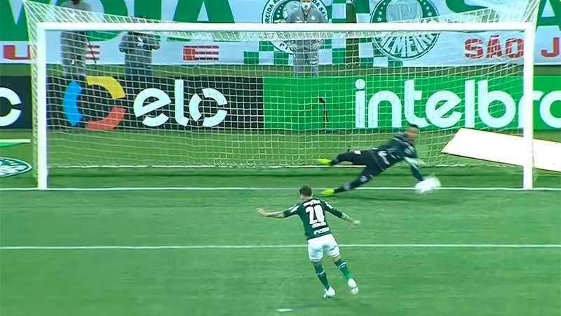 Lucas Lima errou um dos sete pênaltis batidos pelo Palmeiras