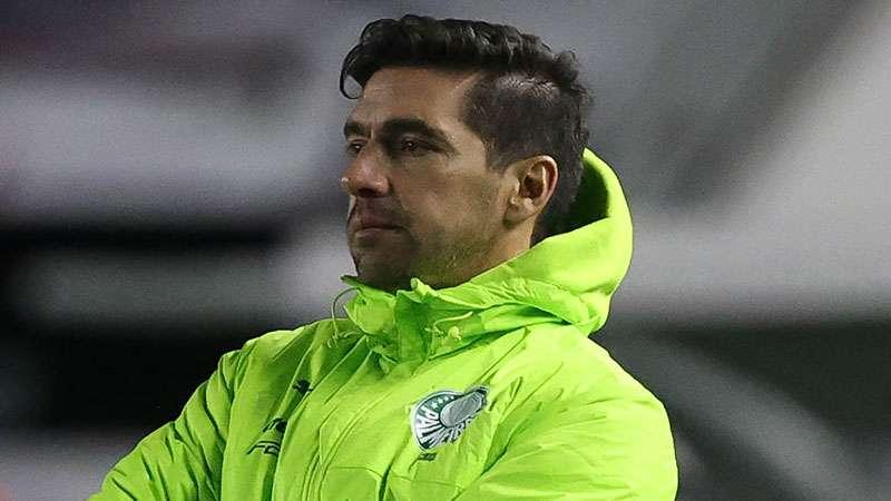 Abel Ferreira dirige o Palmeiras em Caxias do Sul, em partida contra o Juventude