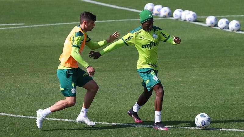 Kuscevic e Patrick de Paula em treino do Palmeiras na Academia de Futebol