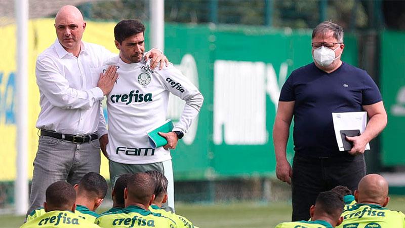 Reunião na Academia de Futebol do Palmeiras com os jogadores, o técnico Abel Ferreira, o diretor de futebol Anderson Barros e o presidente Maurício Galiotte