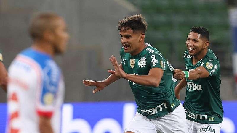 Gustavo Scarpa comemora seu gol em partida contra o Bahia, no Allianz Parque