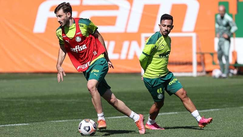 Matías Viña, do Palmeiras, em treino de preparação na Academia de Futebol