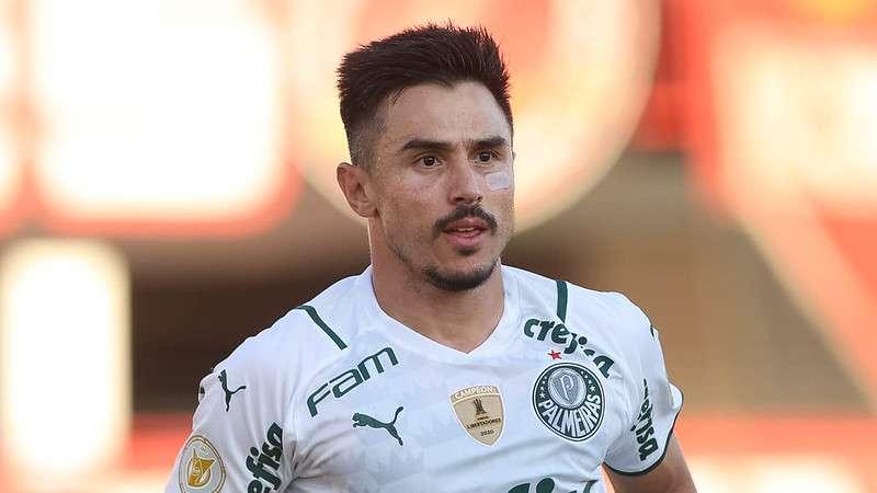 Willian, do Palmeiras, em partida contra o Atlético-GO