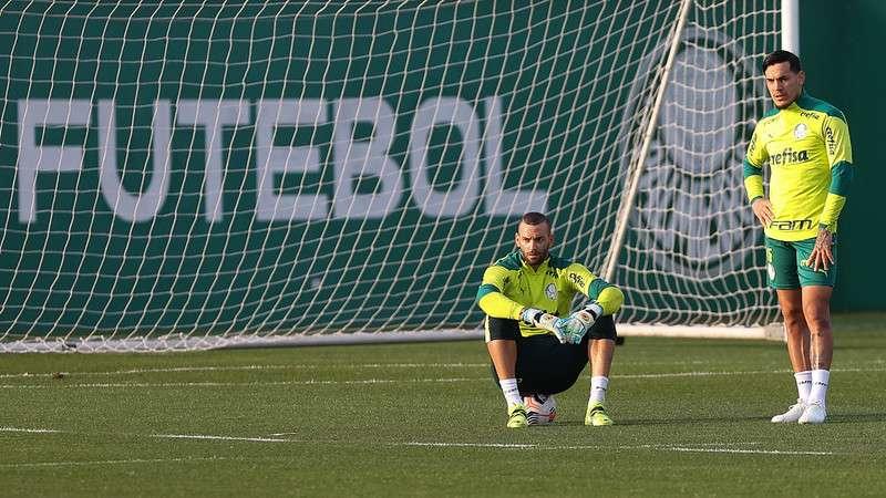 Weverton e Gustavo Gómez, durante treino do Palmeiras na Academia de Futebol: depois do retorno dos dois, Palmeiras segue clean sheet