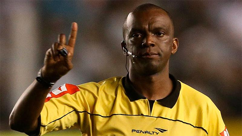 O árbitro Luiz Flávio de Oliveira