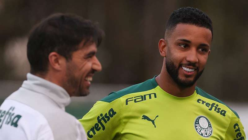 O lateral Jorge em seu primeiro treino na Academia de Futebol do Palmeiras