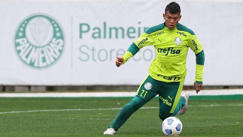Gabriel Veron, do Palmeiras, em treino na Academia de Futebol