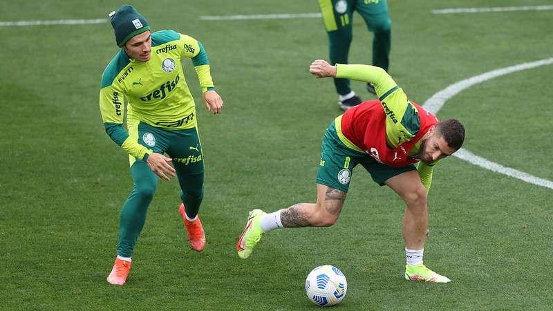 Raphael Veiga e Zé Rafael, do Palmeiras, em treino na Academia de Futebol