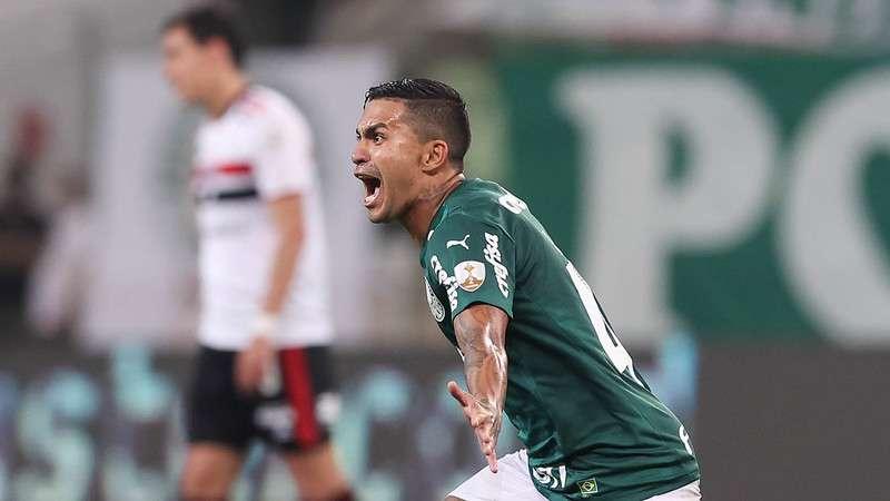 Dudu comemora gol do Palmeiras sobre o SPFC