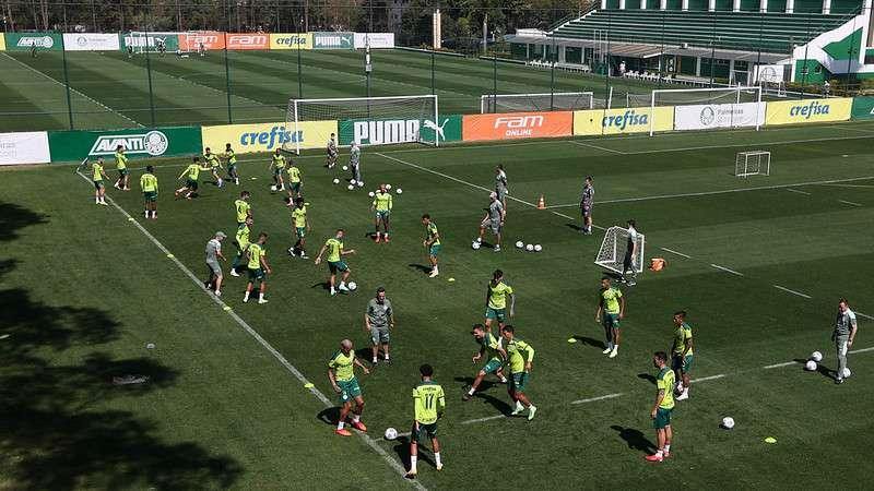 Jogadores do Palmeiras em treino na Academia de Futebol