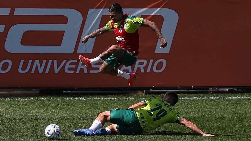 Dudu e Willian em treino na Academia de Futebol do Palmeiras