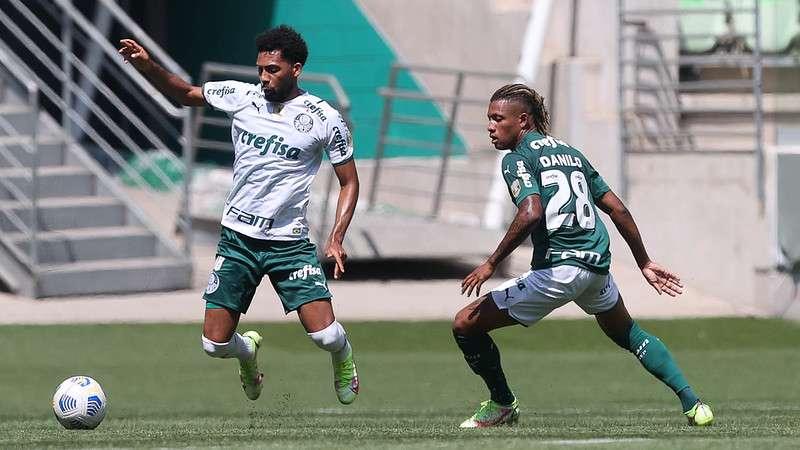 Danilo e Matheus Fernandes durante treino do Palmeiras no Allianz Parque