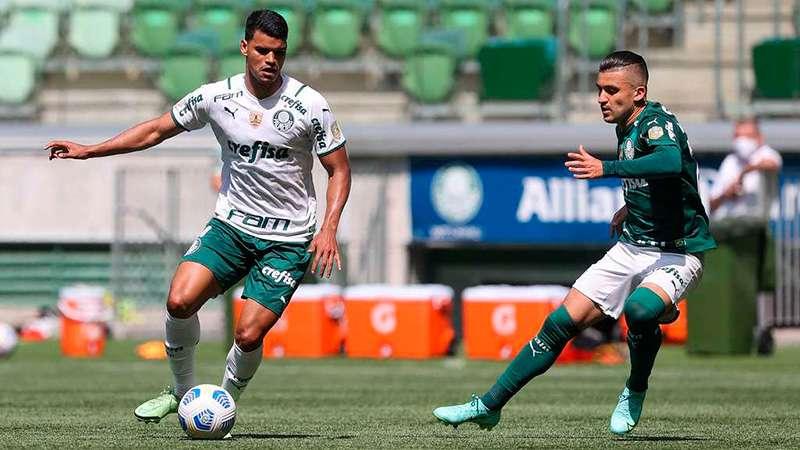 Danilo Barbosa e Victor Luis durante jogo-treino do Palmeiras no Allianz Parque.