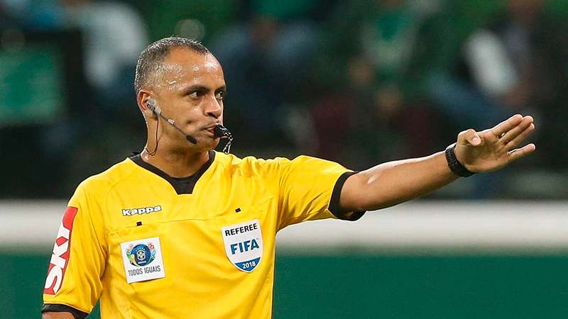 O árbitro Wilton Pereira Sampaio.