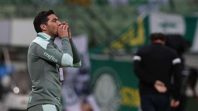 Abel Ferreira em jogo do Palmeiras contra o Atlético-MG, durante partida válida pela primeira partida das semifinais da Libertadores 2021, no Allianz Parque.