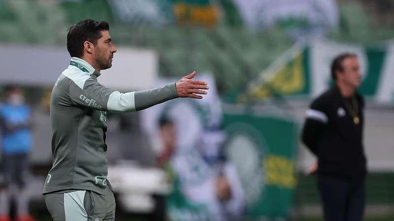 Abel Ferreira em jogo do Palmeiras contra o Atlético-MG, durante primeira partida válida pelas semifinais da Copa Libertadores 2021, no Allianz Parque.