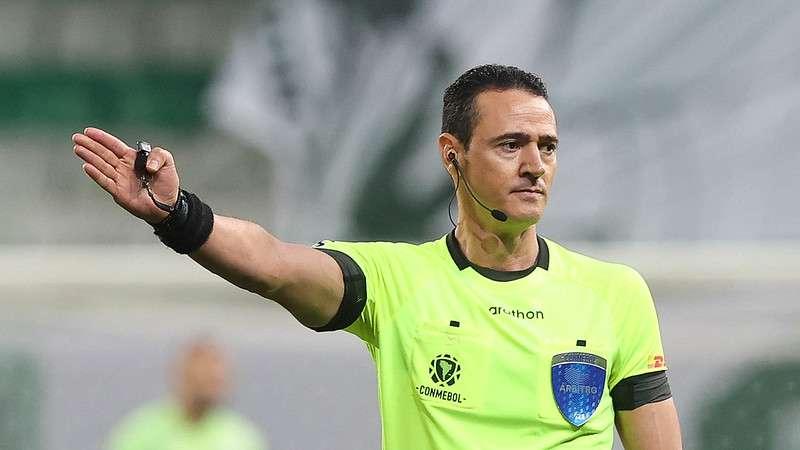 Wilmar Roldán arbitrou a vitória do Palmeiras sobre o SPFC, em jogo de volta válido pelas quartas de final da Libertadores 2021, no Allianz Parque.