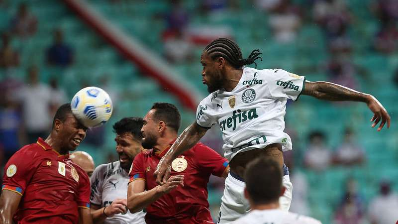 Luiz Adriano em jogo do Palmeiras contra o Bahia, durante partida válida pela vigésima sexta rodada do Brasileirão 2021, na Fonte Nova.