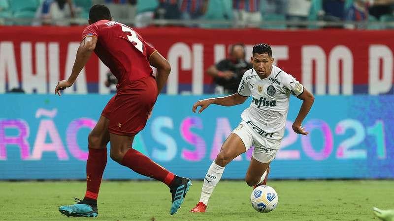Rony em jogo do Palmeiras contra o Bahia, durante partida válida pela vigésima sexta rodada do Brasileirão 2021, na Fonte Nova.